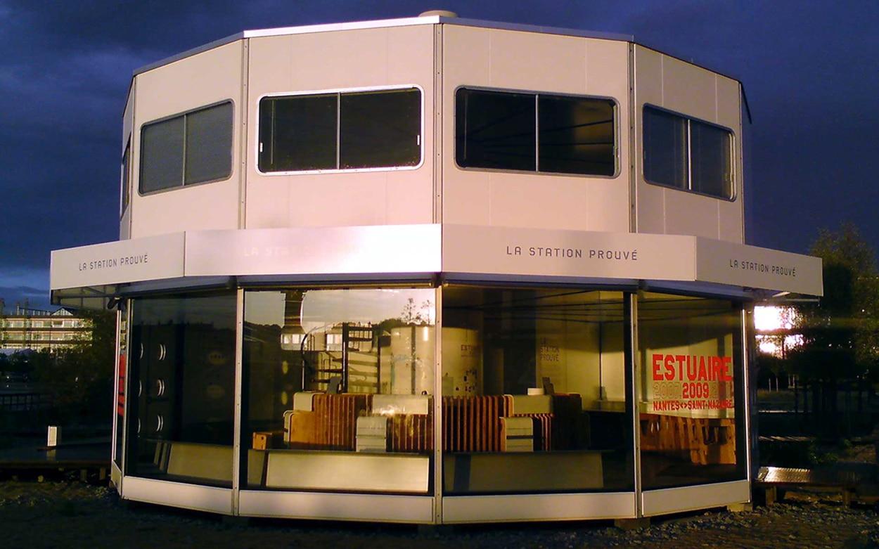 maison container nantes affordable concrete pylons with maison container nantes with maison. Black Bedroom Furniture Sets. Home Design Ideas